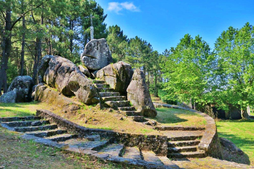 El acceso a Santiaguiño do Monte potencia el respeto al medioambiente